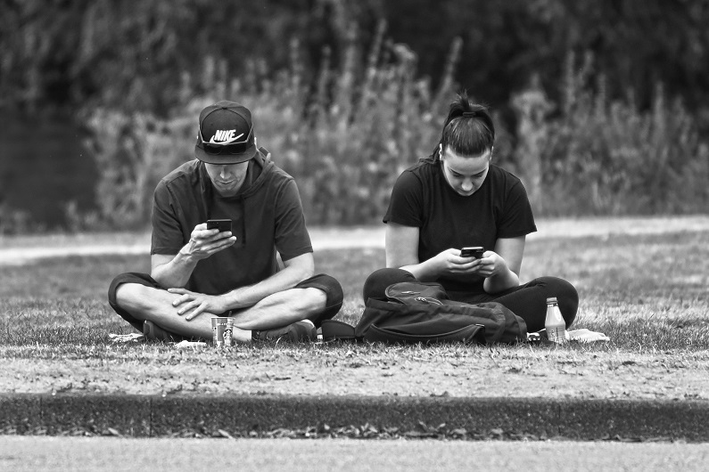 Mobilnakke – sådan virker vægten på din rygsøjle
